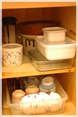 食器棚の下