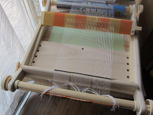 イチゴの裂き織り たて糸張り