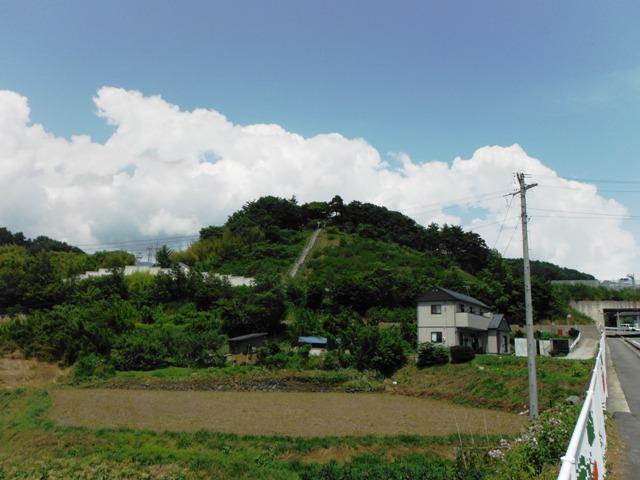 松井愛宕山城遠景①