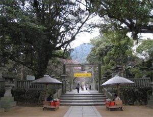 桜馬場西詰銅鳥居.jpg