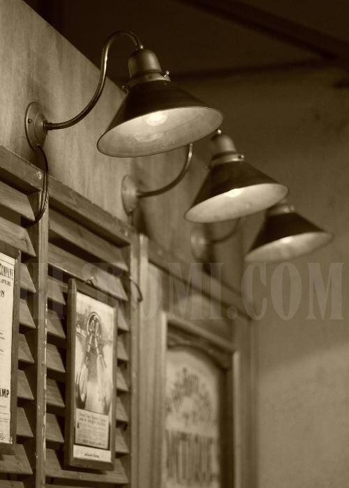 USA工業系真鍮製ベル型カップ&シェード付ブラケット、Hi-Romi.com(ハイロミドットコム)アンティークランプ、ライト照明、灯り、修理、製作、リモデリング、オーバーホール、店舗設計、照明計画 20130502-1