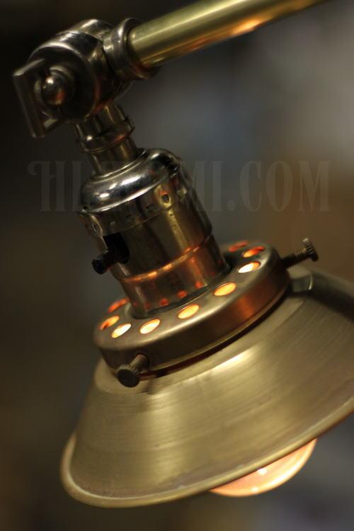 USA真鍮製ミニシェード&角度調整付ブラケット、Hi-Romi.com(ハイロミドットコム)アンティークランプ、ライト照明、灯り、修理、製作、リモデリング、オーバーホール、店舗設計、照明計画 20130426-2