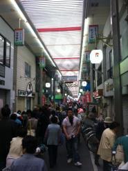 混んでる商店街2