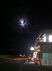 月下の居酒屋