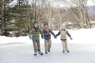 天然氷のスケートリンクキッズ-thumb-400x266-4856