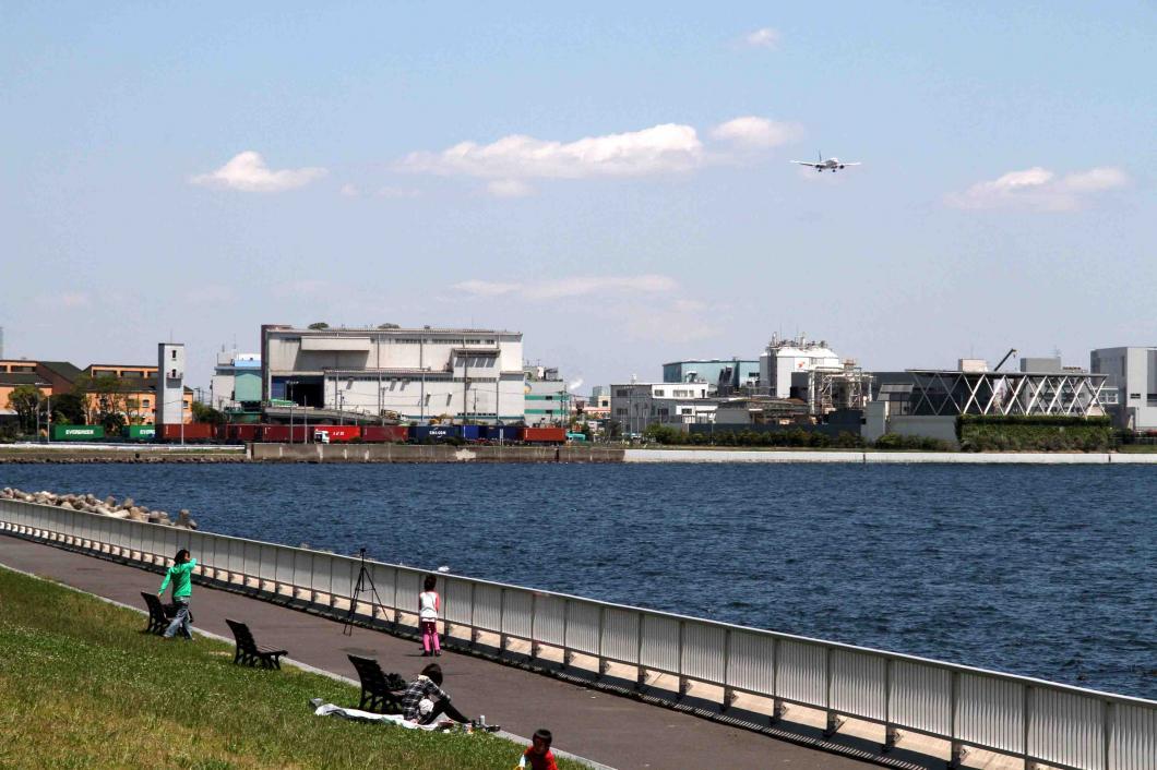 羽田の飛行機が見える公園で(1)