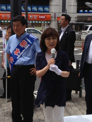 柳本卓治候補応援演説 稲田朋美議員002
