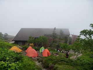光岳小屋(新しく快適)約50人収容、テン場はカ所に約20張