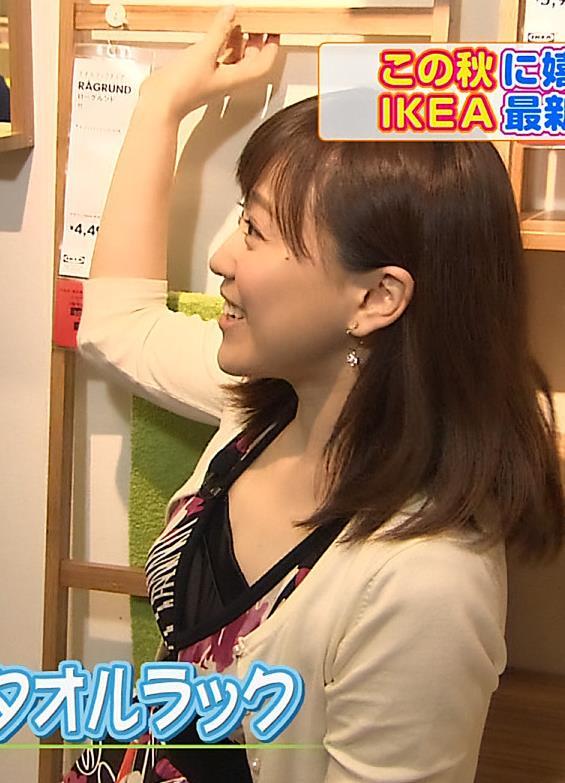 江藤愛 巨乳横乳、胸元の露出がエロい