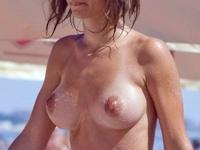 ヌーディストビーチの美乳・巨乳美女のおっぱい画像特集2