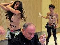 FEMENがトップレスで乱入し講演中の大司教に水をぶっかけ