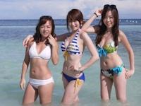 香港の素人美女が海に行って撮ったビキニ記念写真