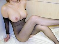 台湾の美巨乳女性の黒ストッキングヌード画像
