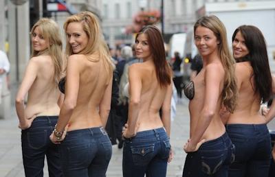 ロンドンで美人モデル軍団がヌーブラで行進 2