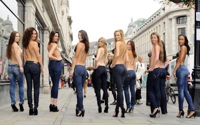 ロンドンで美人モデル軍団がヌーブラで行進 6