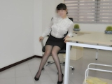 巨乳美人秘書をオフィスでハメ撮りセックス画像 5