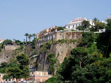 山城のような崖の上の建物downsize