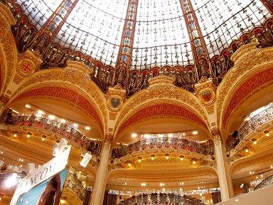 つい見上げてしまうGalaries Lafayette百貨店の豪華な天井downsize