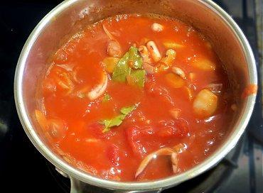 トマトを入れて少し煮込むREVdownsize