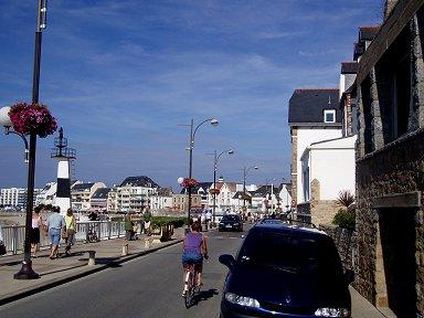 海辺の道は散歩道downsize
