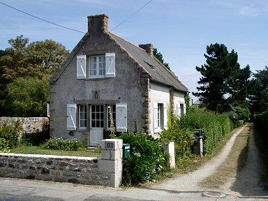 古い石造りの家がそこここに残っていますdownsize