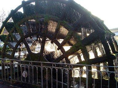 リルシュルラソルグ(Lisles sur ka Sorgue)の水車downsize