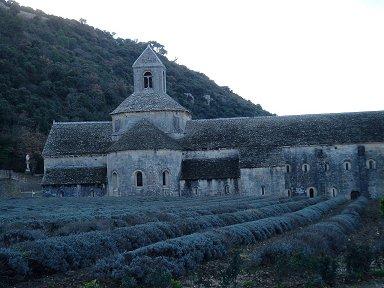 夕暮れのセナンク修道院(Abbaye de Senanques)とラベンダー畑downsize