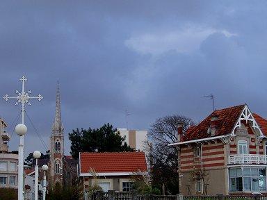A3妖しい雲に映える家並みdownsize