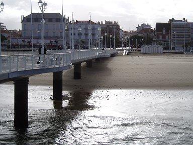 C1やがて陽が射し始めた午後の桟橋downsize