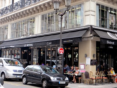 地元の常連が詰めているサントノーレSaint Honore通りのカフェIMG_1826downsize