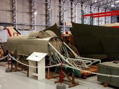RS01Yak3かな旧ソ連機も入院中ですP1010150downsize
