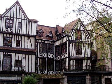 幾何学模様のような木組みの家並みdownsize