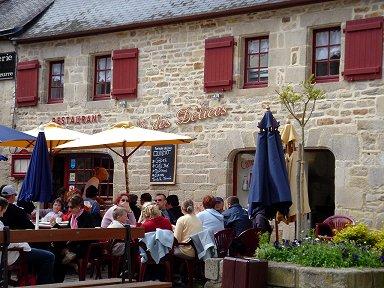 テラスでランチが楽しそうな旧市街のレストランdownsize
