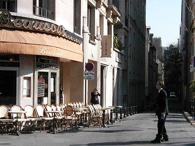 静かなCourcelles通りカフェの朝1downsize