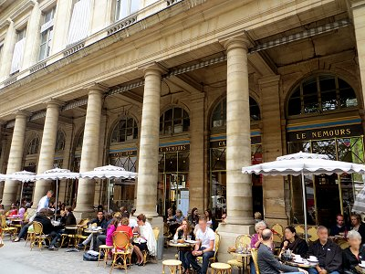 ルーブル界隈コレット Collete広場のカフェIMG_1823downsize