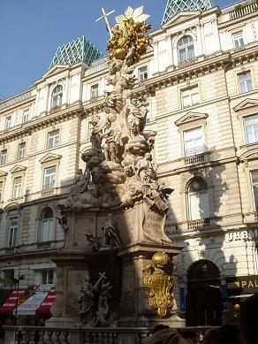 小広場の華麗な彫像downsize