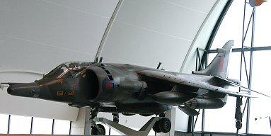 今にも垂直離陸しそうなRAF博物館のBAeハリアー(Harrier)REVdownsize