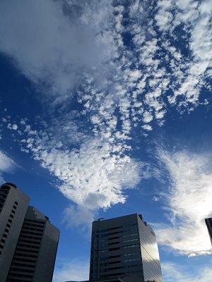 何層にも分かれて雲が流れるdownsize