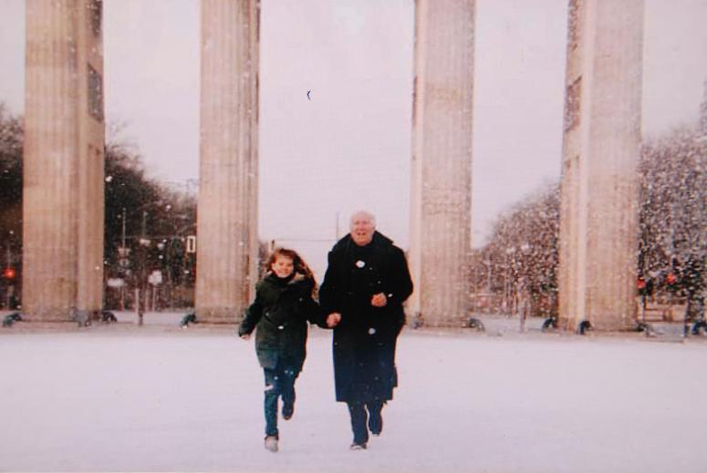 ブランデンブルク門を走る