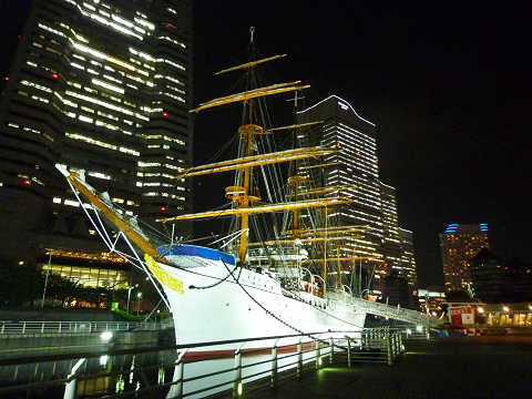 日本丸夜間ライトアップview spot