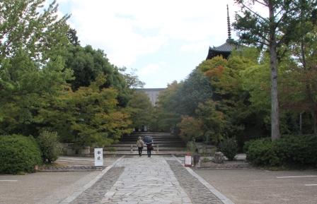 真如堂総門から_H25.10.13撮影