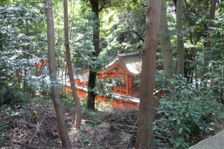 神龍社から見た菓祖神社_H25.10.13撮影