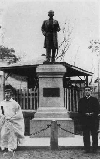 高島嘉右衛門翁銅像