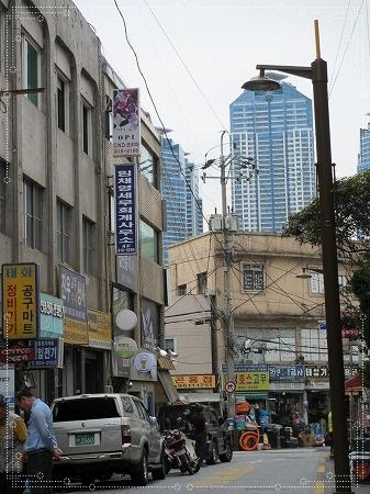 新旧の建物並び~