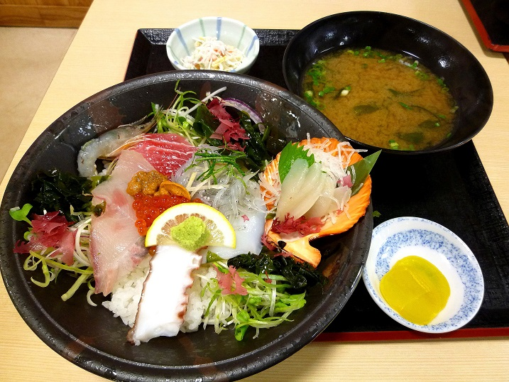ゆ~がに海鮮丼1