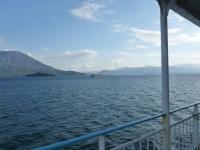 桜島の目の前で鹿児島行きフェリーとすれ違い131214
