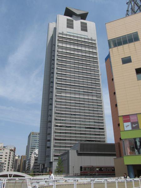 文京シビックセンター(東京ドーム側より)