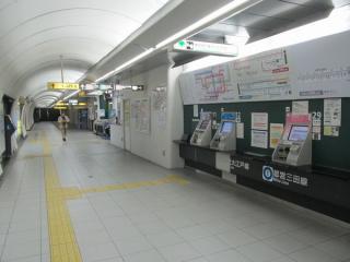 春日駅地下2階の都営大江戸線改札口