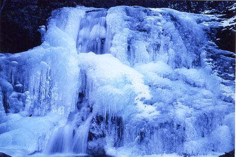 出会い滝凍結