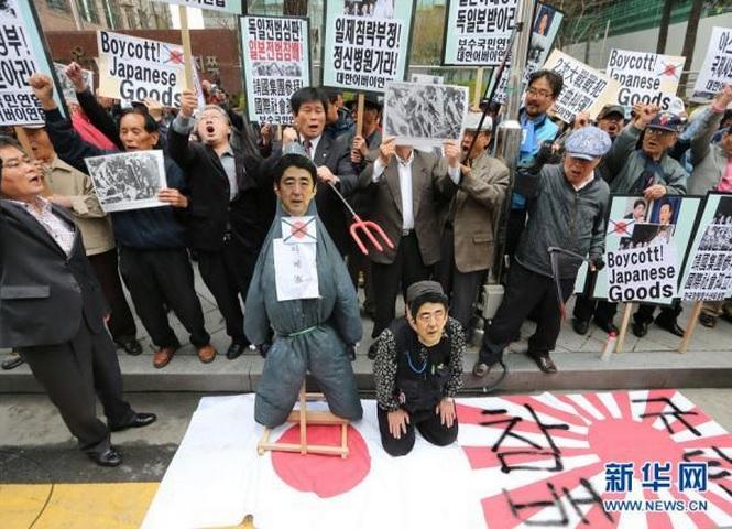 2013-12-23韓国の反日運動13年4月25日韓国の日本大使館前